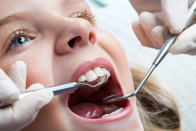 осмотр молочных зубов у стоматолога